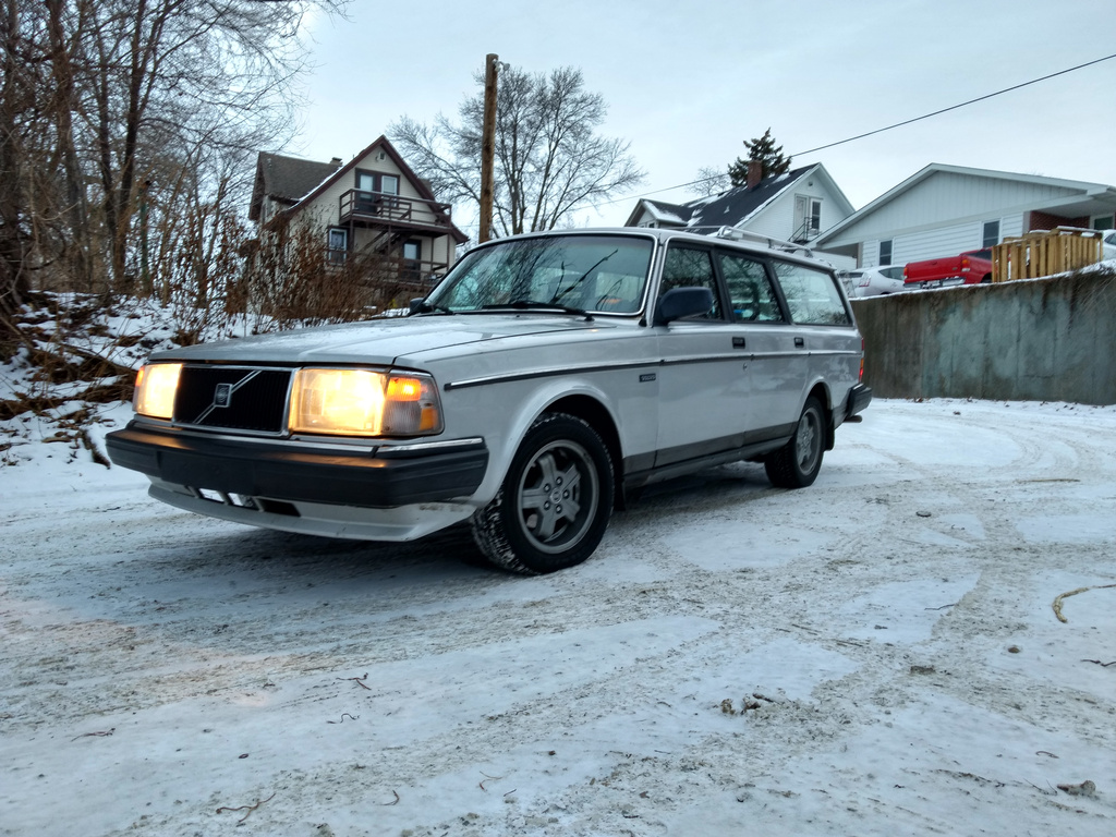 Resealing and Upgrading Trim on a \'78-\'90 Volvo 240 Windshield